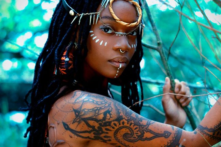 Style inspiration moniasse sessou holistic locs for Black african queen tattoos